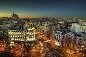 Las azafatas en España conocen la belleza de este país. visita sus principales ciudades que reciben grandes cantidades de turistas anualmente